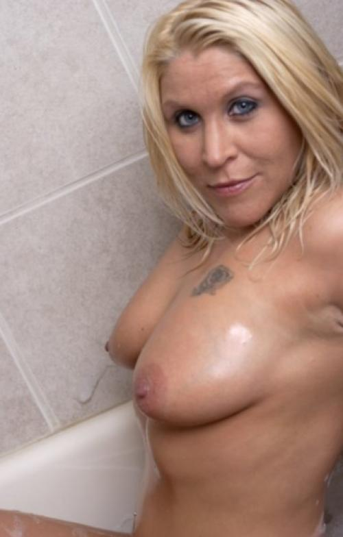 image Blonde from chicago illinois pleasing her hubby